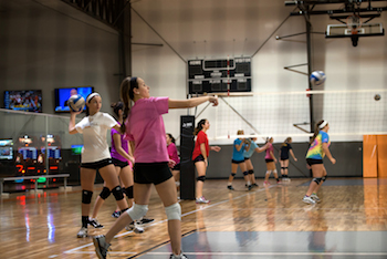 girls-volleyball-throwing