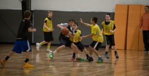 boys-basketball-guarding2